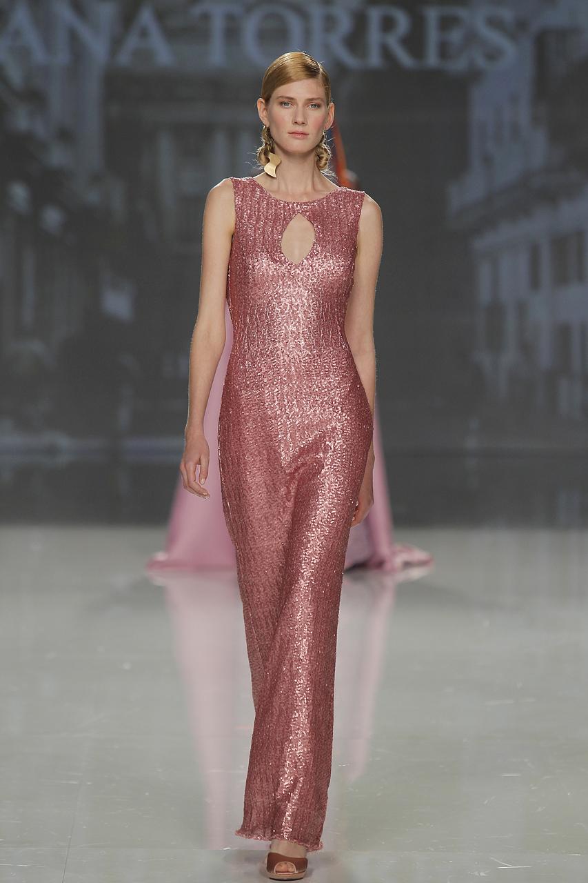 Vestido para 2018 de Ana Torres. Imagen: Barcelona Bridal Fashion Week.