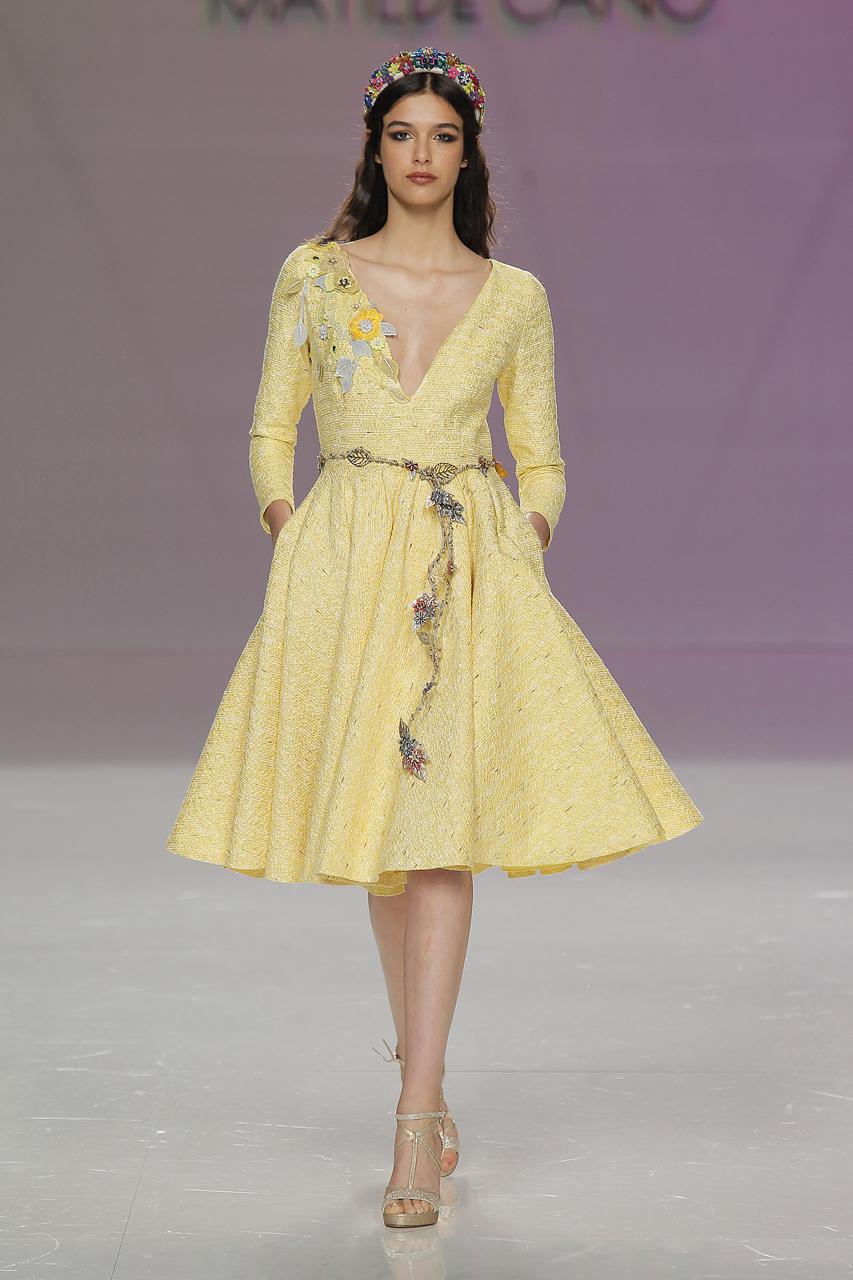 Vestido de invitada para 2018 de Matilde Cano. Imagen: Barcelona Bridal Fashion Week.