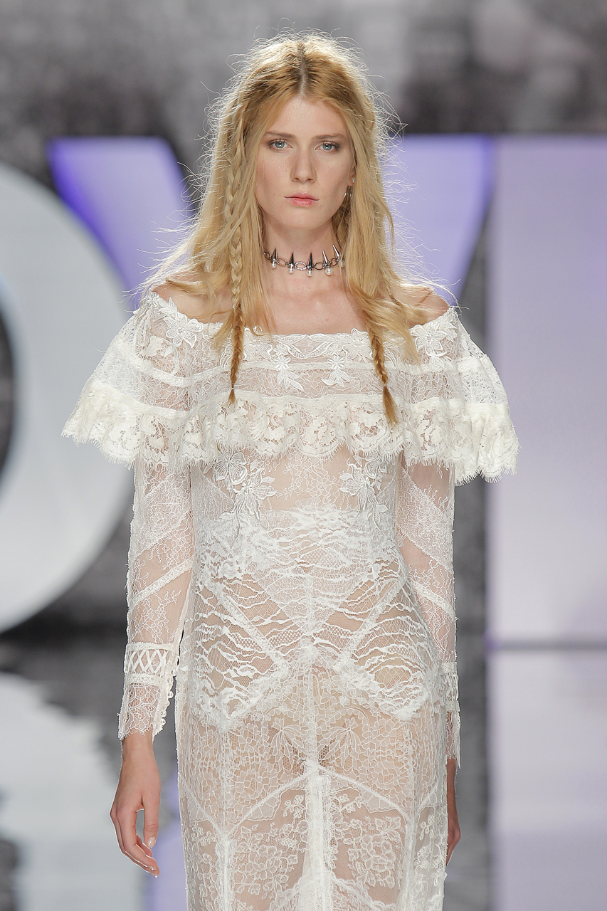 Desfile de Yolan Cris. Imagen: Barcelona Bridal Fashion Week.