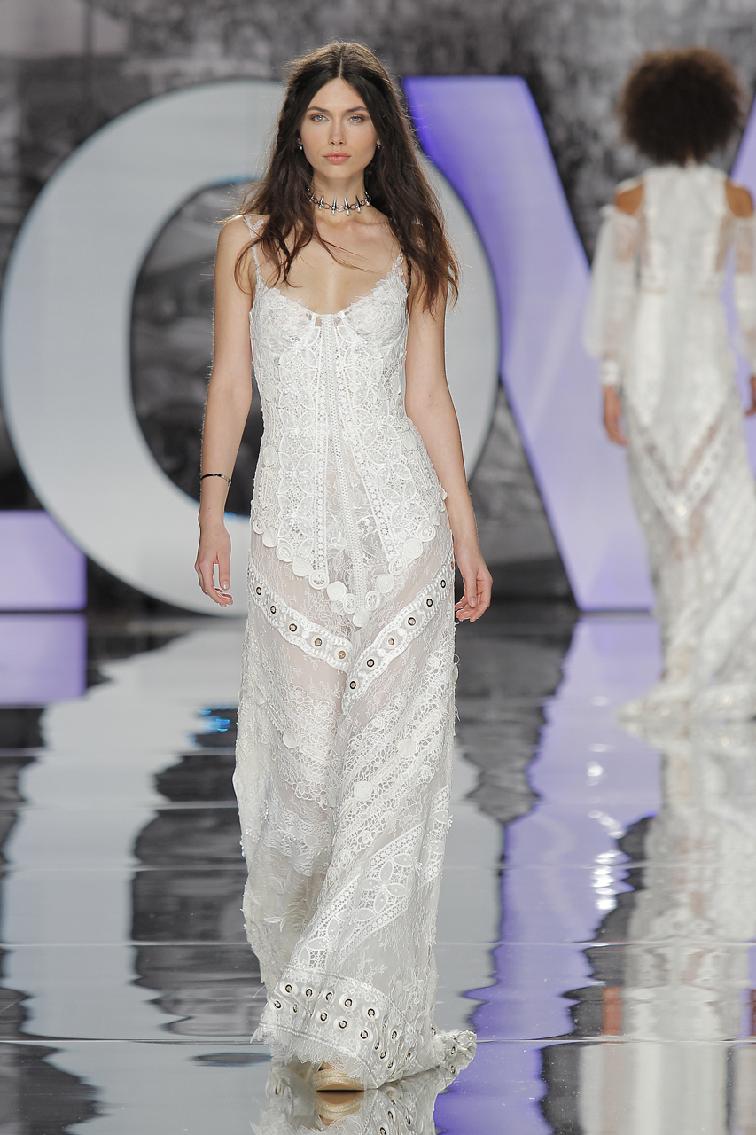 Vestidos de novia de Yolan Cris. Imagen: Barcelona Bridal Fashion Week.