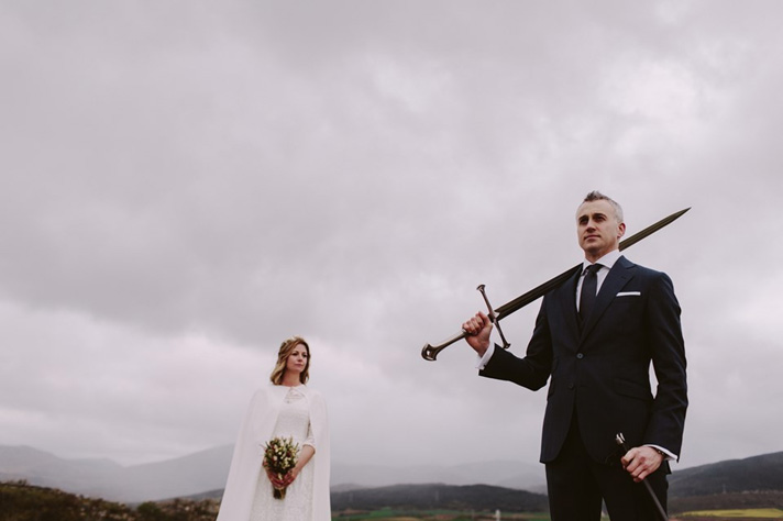 Fotografía de People True Love Tellers; vestido de novia de Alicia Rueda; traje de novio de Scalpers. Vía Berezi Moments.