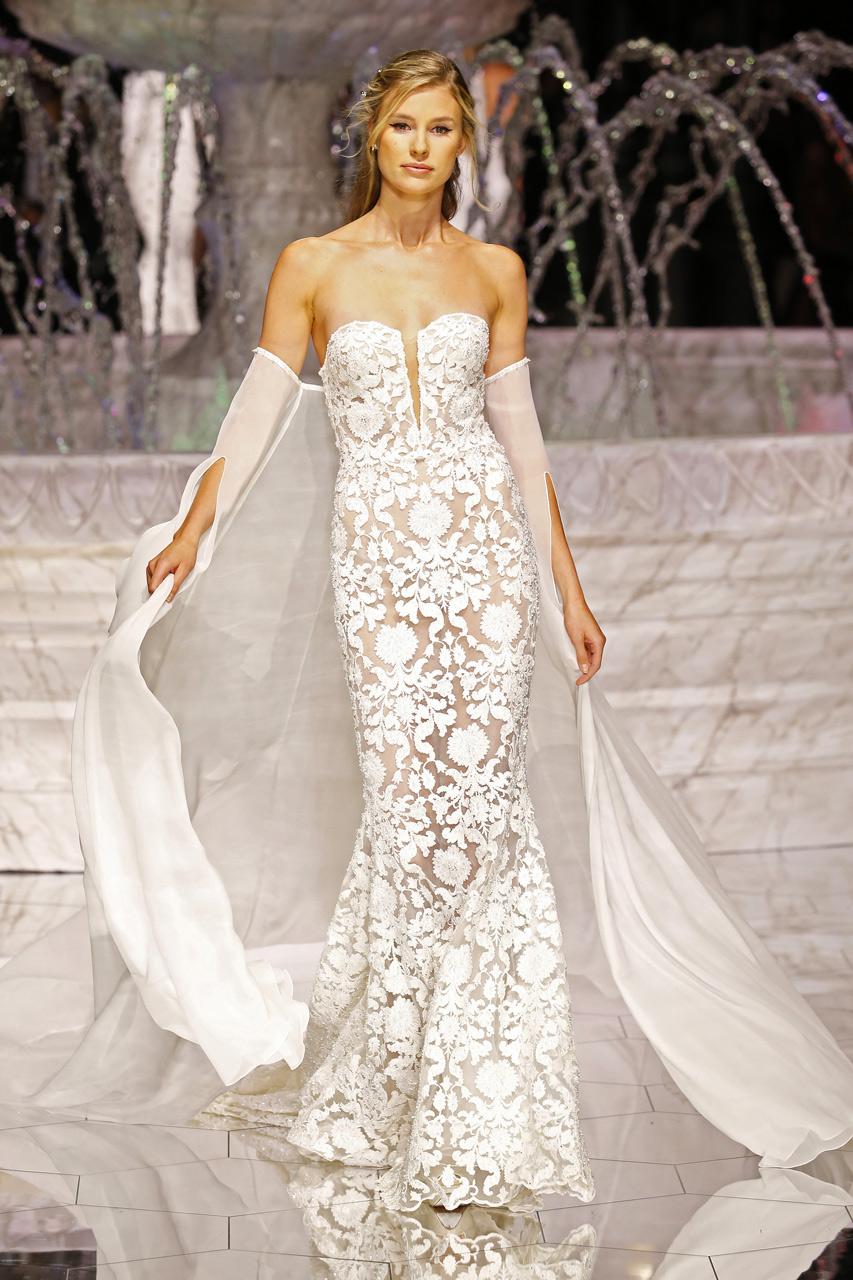 Vestido de novia con capa de Inmaculada García.