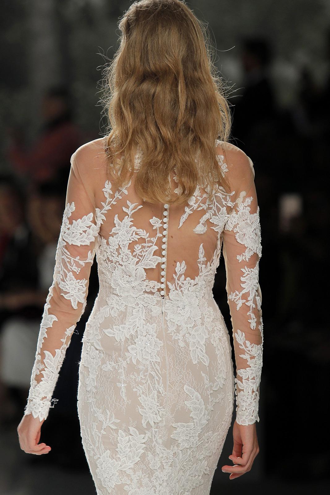 Vestido con manga larga de Studio St. Patrick. Fotografía: Barcelona Bridal Fashion Week.