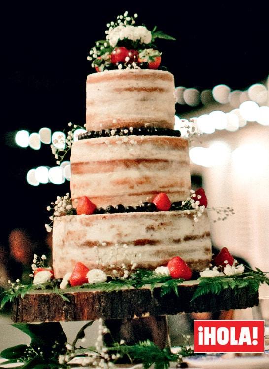 Naked cake de la boda de Ana Boyer. Vía Revista Hola.